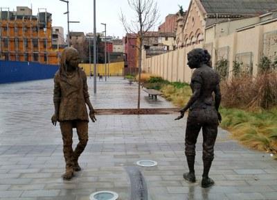 Cal Font recupera les dues estàtues de Teresa Riba
