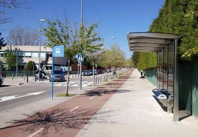 Dues noves marquesines de bus davant l'Estadi Atlètic