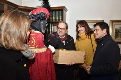 El president de la Generalitat viu en directe la Cavalcada de Reis