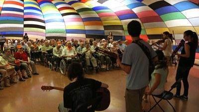 Els avis i les àvies gaudeixen l'European Balloon Festival