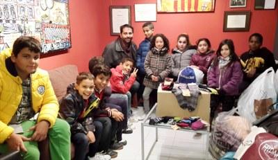 Els infants del Centre Obert, amb la campanya 'Sabates per Lesbos'