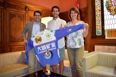 Felicitació a Armand León pels seus tres triomfs a la Xina