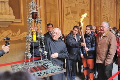 Igualada porta la Flama de la Llengua Catalana a Montserrat