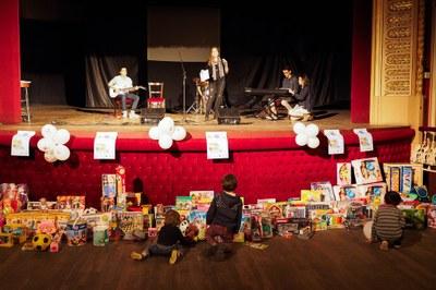 La Marató de Creu Roja recull 450 joguines