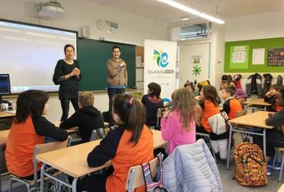 Laura Orgué ensenya als escolars a resoldre conflictes