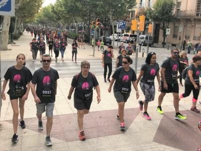 Més d'un miler de caminants de la 5a Alzheimer Race omplen l'anella fluvial