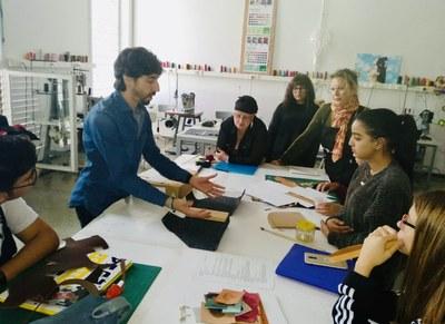 El projecte CONTRAST d'Eduard Graell presentat als alumnes d'Artesania de Complements de Cuir de La Gaspar