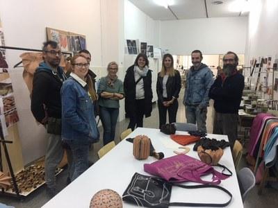 El professorat de la Facultat de Belles Arts visita l'Escola d'Art i Disseny La Gaspar