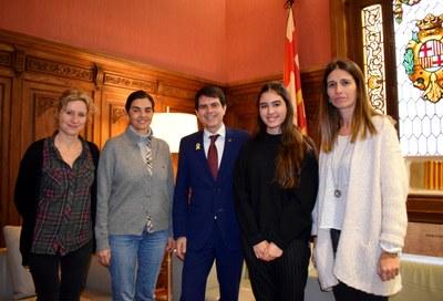 Recepció de l'alcalde a l'alumna Maria Pineda de l'Escola d'Art i Disseny La Gaspar