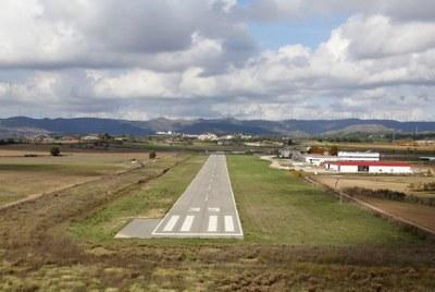 Aeroports licita l'adaptació de l'aeròdrom a la normativa estatal