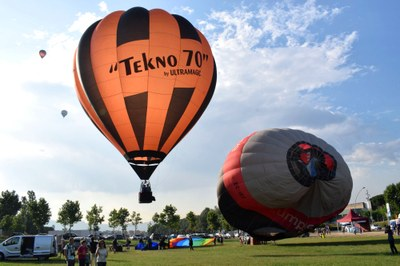 Arrenca, amb més de 50 globus aerostàtics, l'European Balloon Festival