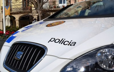 Dos detinguts per un robatori en un vehicle estacionat