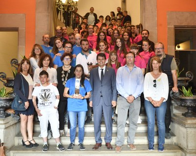 Felicitació al Club Handbol Igualada pels seus èxits esportius