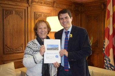 La Síndica lliura a l'alcalde el seu informe d'activitat 2017