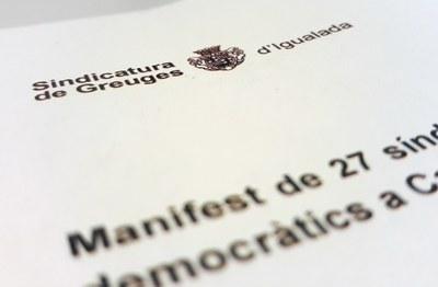 La Síndica Municipal signa el manifest en defensa de la democràcia
