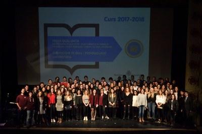 Lliurats els segons premis d'excel·lència i subvencions per estudiants