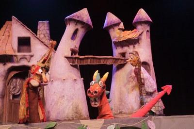 Los Titiriteros de Binéfar porten el seu 'Dragoncio'