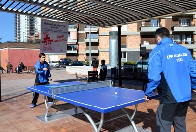 Noves taules de ping pong als parcs públics