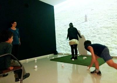 Taller familiar performatiu dins l'exposició MACBA