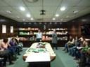 L'Escola Municipal d'Art Gaspar Camps visita les instal·lacions de Graphic Packaging Internacional a l'Anoia