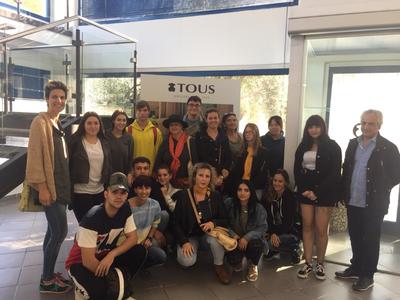 Els alumnes d'Artesania de Complements de Cuir de La Gaspar visiten l'empresa Tous.