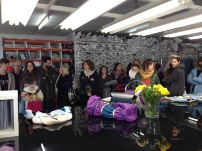 """Els alumnes de disseny en pell de  """"La Gaspar"""" visiten l'espai de treball de la marca Mietis"""